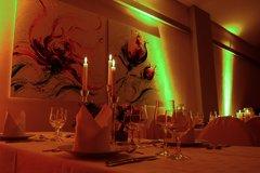 Romantische Dekoration mit indirektem Lichtambiente
