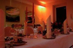 Tisch festlich dekoriert