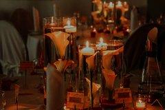Kerzenlicht und Blumendekor