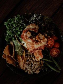 Leckere Texas Bowl mit Hack und Nacchos und Salat